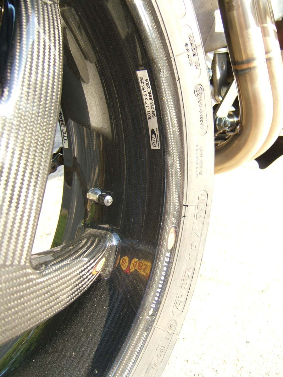 Rvf400 Carbon Part 2 Tyga Performance Spacer Gear Duralium Klx Dtracker The Front Brake System Uses A Brembo Radial Master Linked To Cbr929 Calipers Via Hel Braided Lines Rotors Are Replacement Stainless And