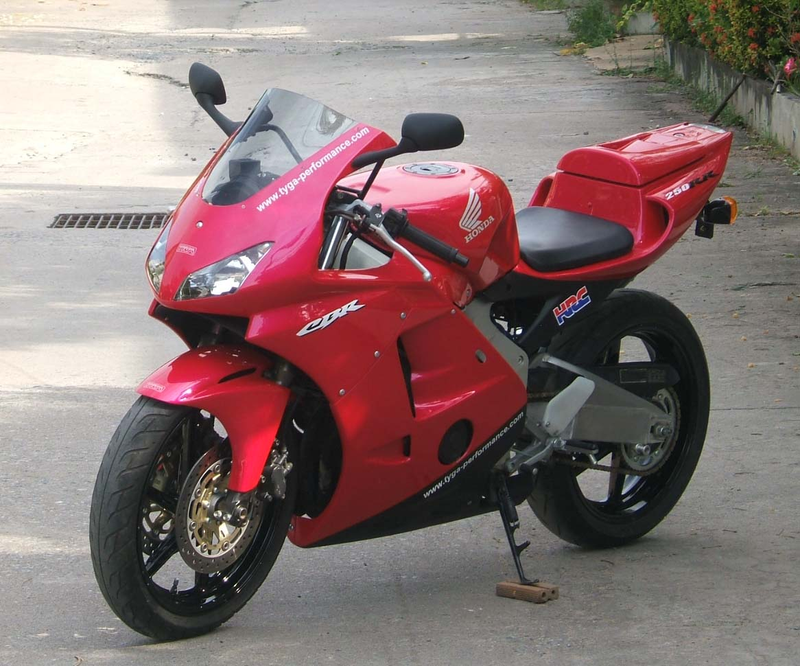 Mc22 T8 Fairing Tyga Performance Tankpad Honda Cbr 250 Rr Cbr250rr Original The Bike Is Shown Painted In A Simple Scheme Using An Oem Candy Pink It Has Almost Chameleon Qualities Depending On Light And Changes Tone From